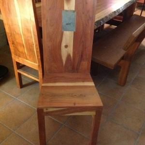Sedia alica in legno massello di acacia con pietra